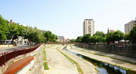 Canalización del río Onyar en Girona
