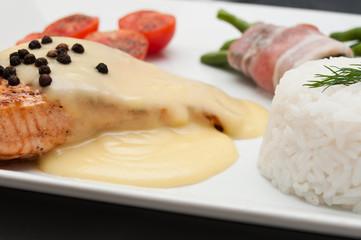 Pavé de saumon sauce hollandaise