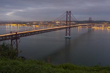 Ponte 25 de Abril e Lisboa