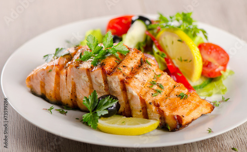 Tuinposter Eten Salmon with fresh salad.