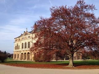 Palais im Großen Garten, im Herbst