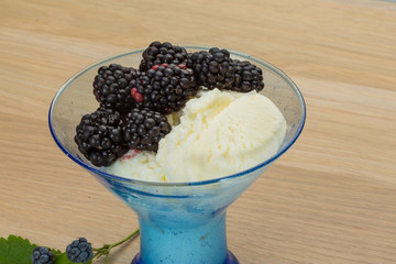 Ice cream with blackberry