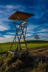 Landschaft mit Jägerstand in Bayern
