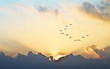 Leinwandbild Motiv el sol se asoma entre las nubes