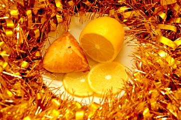 Bun, lemon and Christmas tinsel