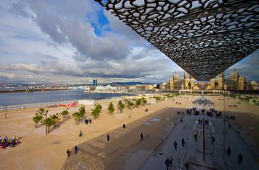 Le port et la cathédrale de Marseille vu du MUCEM