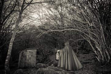 Oscura presenza nel bosco