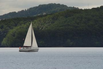 żaglówka, na jeziorze,