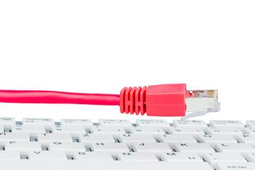 Netzwerkkabel auf Tastatur