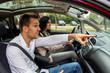 canvas print picture - Paar fährt in einem Auto