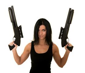 Sexy femme tenant le pistolet