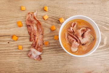 zuppa di verdure con bacon