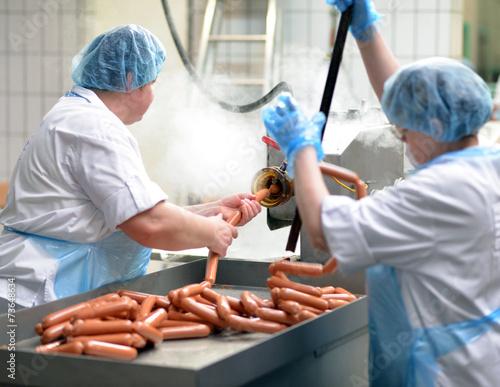 Wurstproduktion in der Lebensmittelindustrie - 73648634