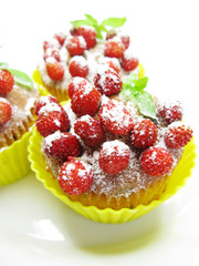 muffin cakes with wild strawberry berries