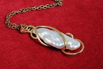 Baroque pearl pendant © Arena Photo UK