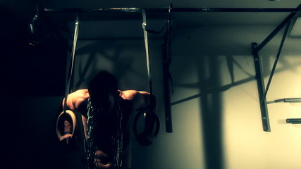 Man doing ring dips with chain