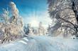 verschneite Strasse im Winter