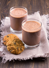 Chocolate milk with diet oatmeal cookies