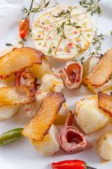 Jerusalem artichoke au gratin with ham and chili