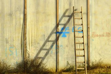 Leiter an der Wand