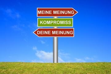 Schild Wegweiser: Meine Meinung Deine Meinung Kompromiss