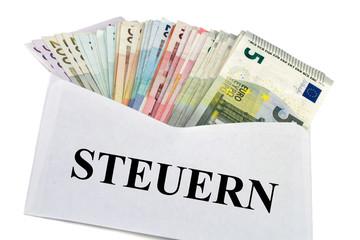 Kuvert mit Geldscheine - Steuern