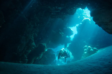 A diver explores the cracks, crevices and holes