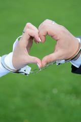 Herz in Handschellen