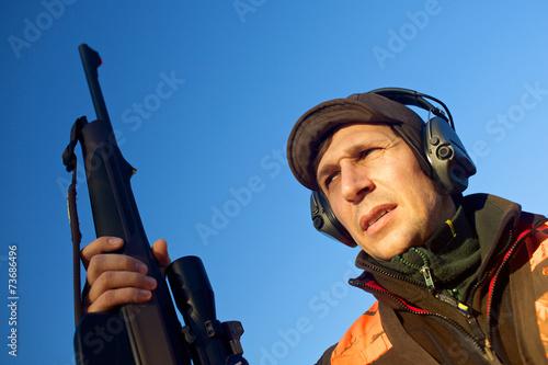 Fotobehang Jacht Jäger auf dem Hochsitz