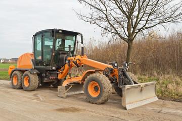 Strassenbau - Ein grosser oranger Grader