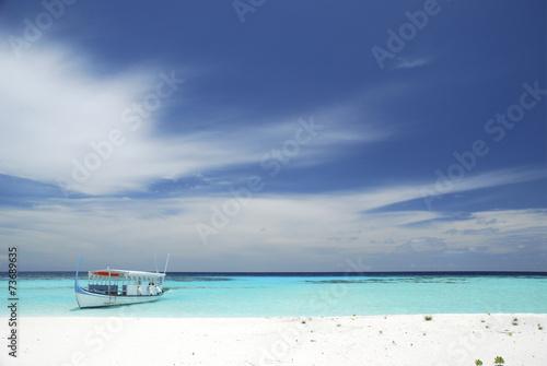 canvas print picture Paradiesischer Strand mit Boot