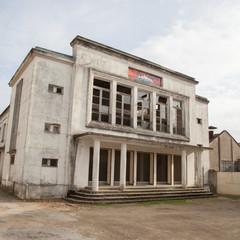 salle de cinéma à l'abandon