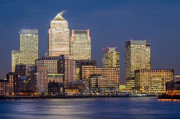 London, Canary Wharf (blue hour)