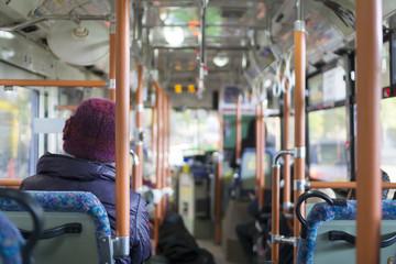バス 車内 イメージ