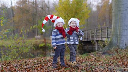 tweeling viert kerstmis