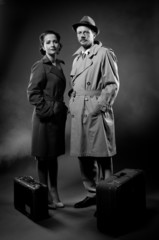 Film noir: elegant couple ready to leave