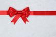 Geschenk Schleife mit Schnee Hintergrund im Winter für Geschenk