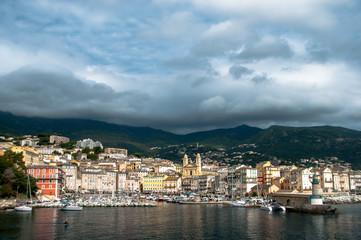 Bastia : vue large du vieux port sous l'orage