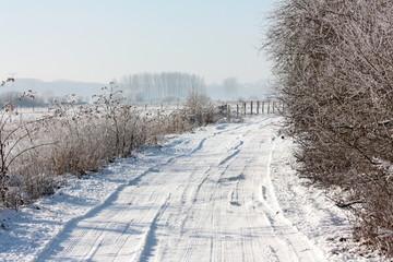 Chemin enneigé dans l'Aisne