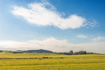 Sardegna, paesaggio di campagna e fattoria