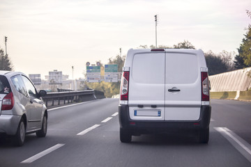 camionnette sur route