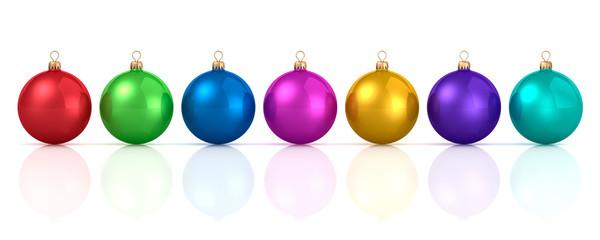 Bunte Weihnachtskugeln in Reihe