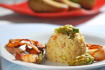 risotto agli asparagi con pancetta croccante