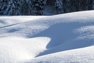 Schnee Formation mit Schatten u Licht