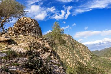 Sardegna, nuraghe Serra-Madau nelle campagne di Villasalto