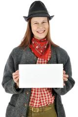Frau aus Bayern hält Schild mit Textfreiraum