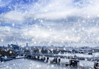 London Panorama mit Schneeflocken