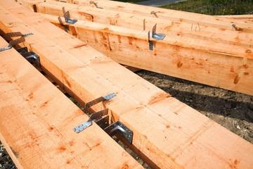 Baustelle -  vorbereitetes Bauholz , Holzbalken