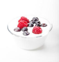 Yogurt con mirtilli e lamponi
