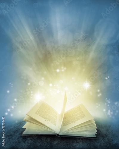 Zdjęcia na płótnie, fototapety, obrazy : Book and magical background
